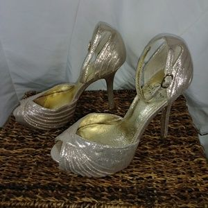 Adrianna Papell Gold leather sock/lining size 7M